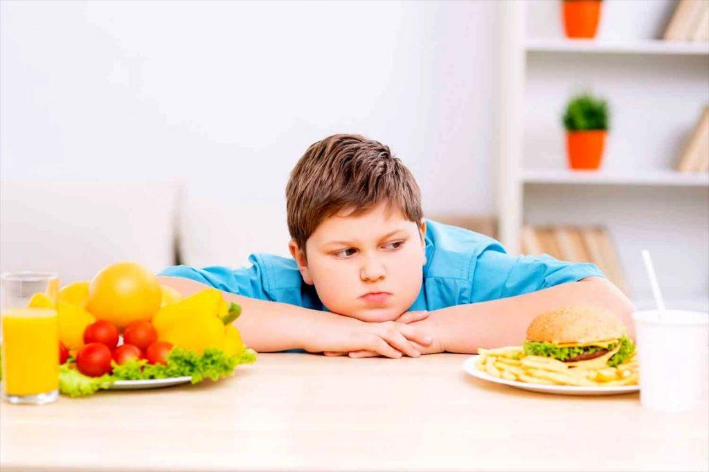 با رفتارهای اشتباه در روز مثل قبل کم خوردن چربی ویا گرسنگی کشیدن خودتون را دریک چرخه غلط تکرار شونده قرار ندهید